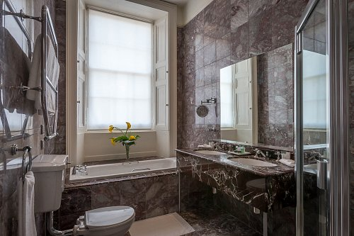 Bathroom in Suite of the Meyrick Hotel © David Cantwell Photography