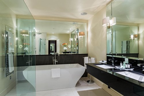 Bathroom in The Park Suite @ The Mullingar Park Hotel © David Cantwell Photography