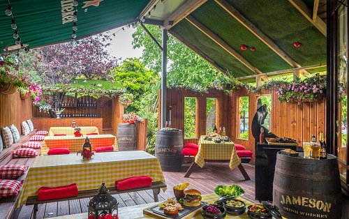 Outdoor Breakout Area - Staged for Summer BBQ @ The Clyde Court Hotel © David Cantwell Photography