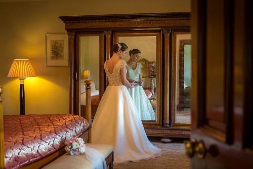 Bride in Glenlo Hotel Bridal Suite - Hotel Photographer © David Cantwell Photography