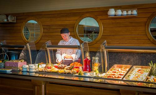 Carvery in Sheerwater Hotel Restaurant © David Cantwell Photography