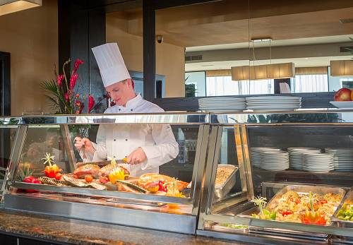 Carvery Chef @ Carlton Hotel Dublin Airport © David Cantwell Photography
