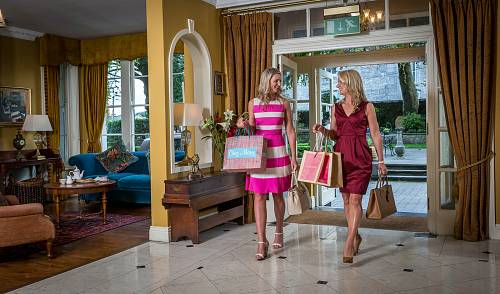 Ladies Returning From Shopping @ The Old Ground Hotel © David Cantwell Photography