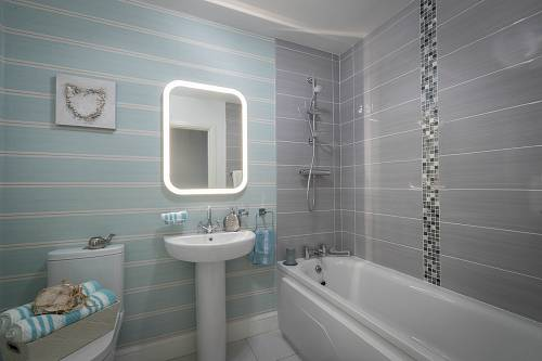 Residential Property Bathroom - Interiors Photographer © David Cantwell Photography