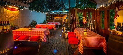 Ski Lodge Themed Outdoor Breakout Area @ Clyde Court Hotel © David Cantwell Photography
