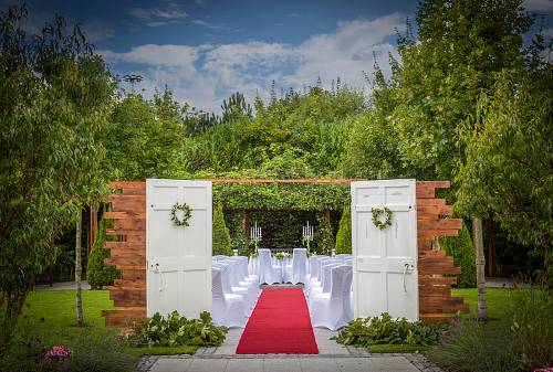 Outdoor Civil Ceremony @ Carlton Hotel Blanchardstown © David Cantwell Photography